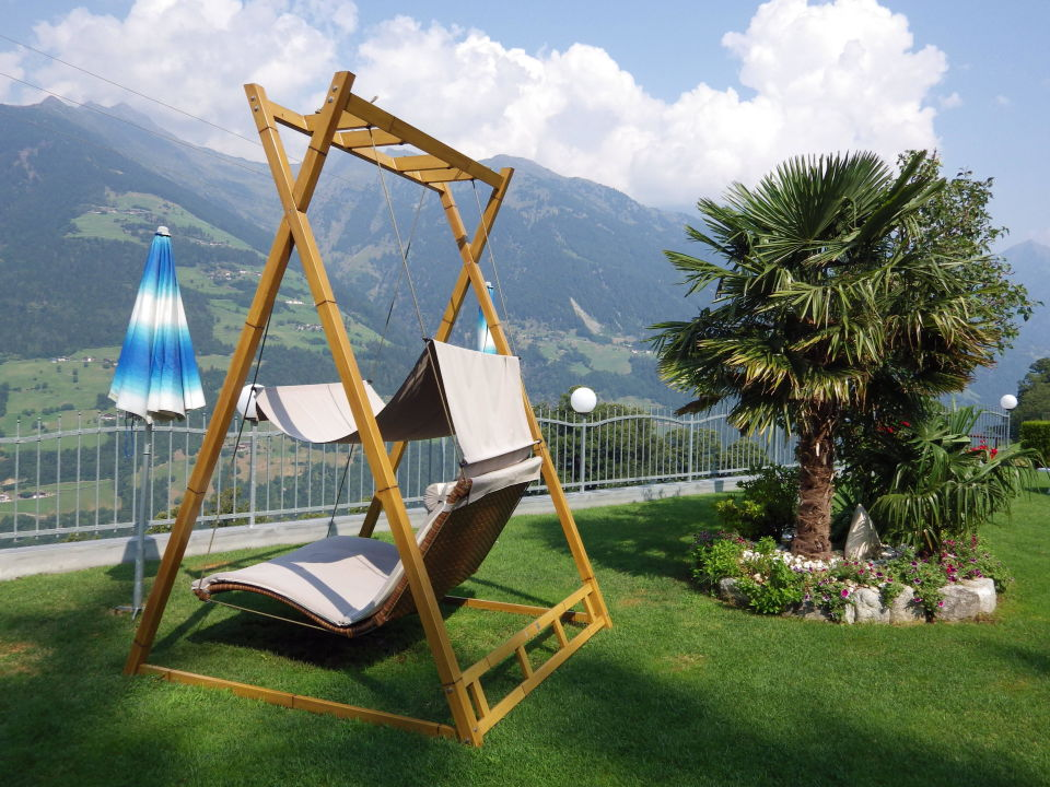 relax schaukel f r zwei naturhotel gruberhof scena schenna holidaycheck s dtirol italien. Black Bedroom Furniture Sets. Home Design Ideas