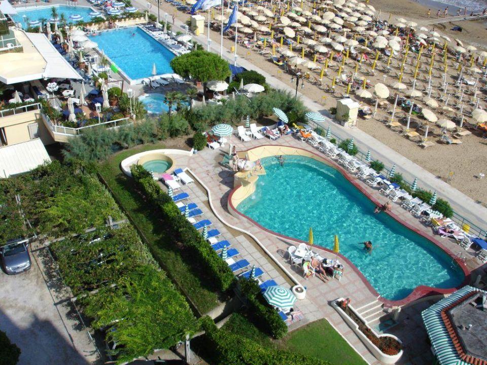 Pool und Parkplatz Hotel Las Vegas