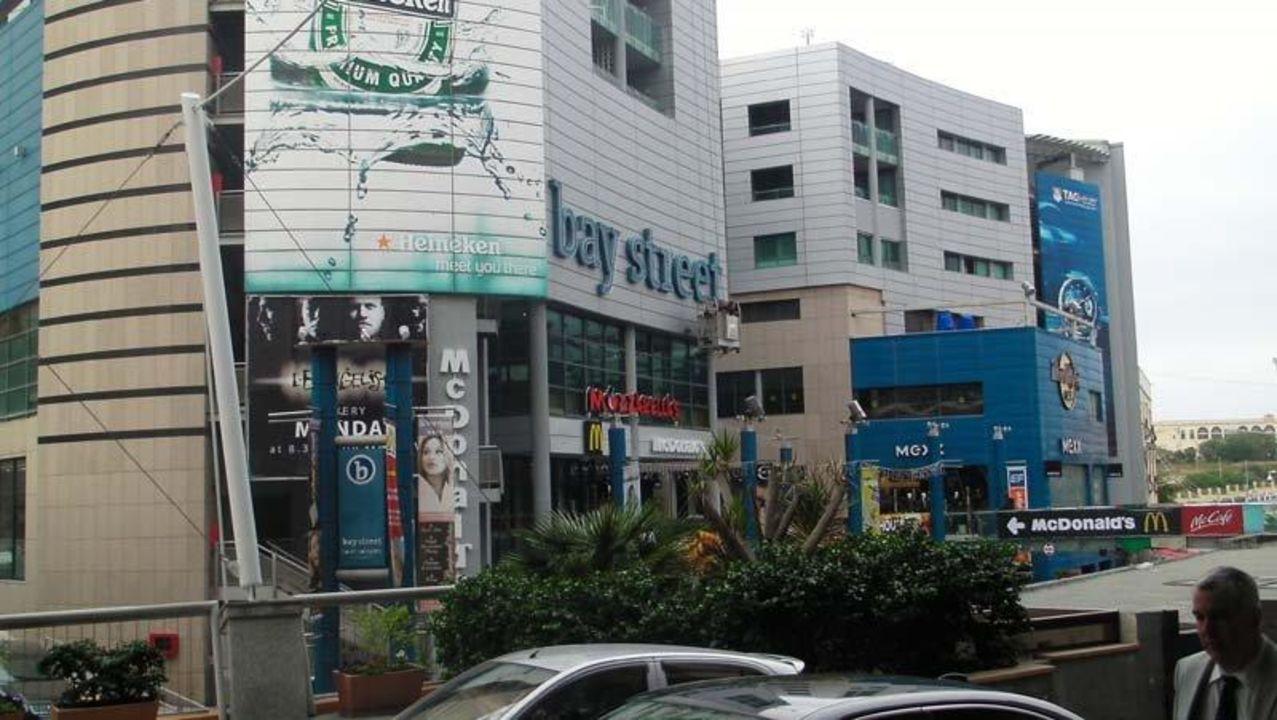 Außenansicht des BayStreet Center be.HOTEL
