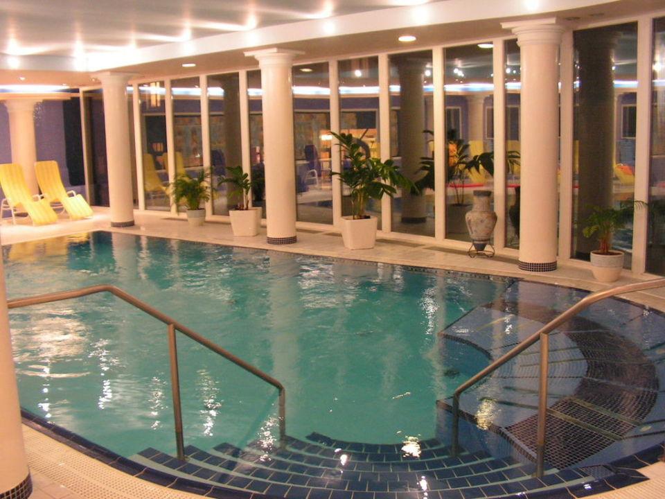 Schwimmbad mit Gegenstrom und Massagedüsen Hotel Olympia