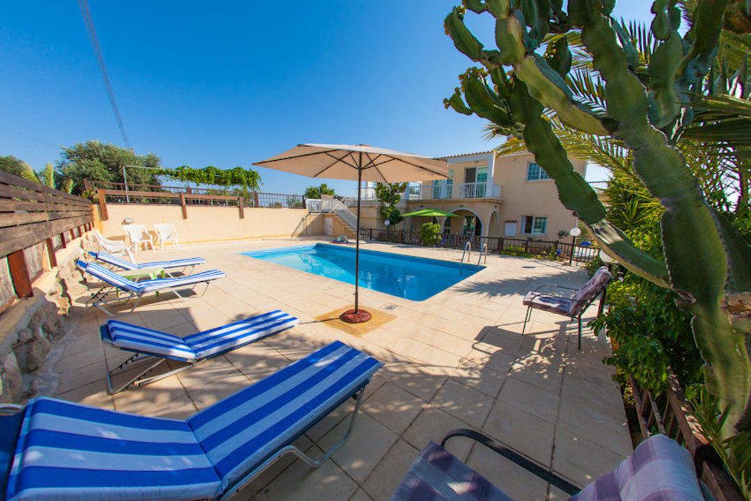 Swimming pool area Villa Laona