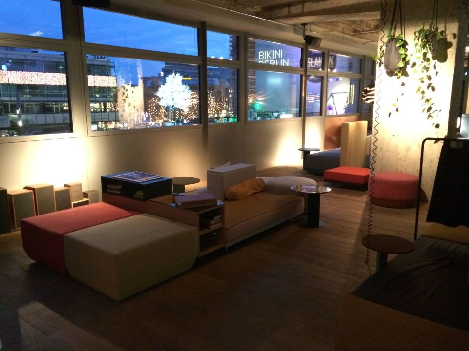 bild monkeybar zu 25hours hotel bikini berlin in berlin charlottenburg wilmersdorf. Black Bedroom Furniture Sets. Home Design Ideas