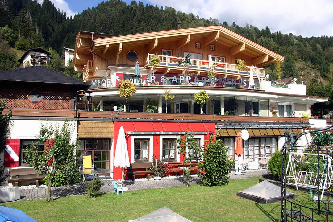 Aussenansicht im Sommer Hotel Garni Pinzgau Bernd Hüttl
