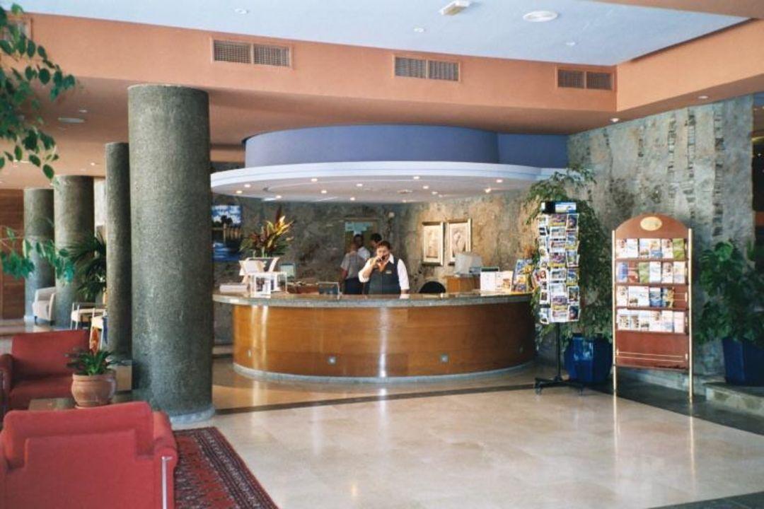 Aparthotel Lago Taurito - Rezeption mit Senora Roza Hotel Paradise Lago Taurito