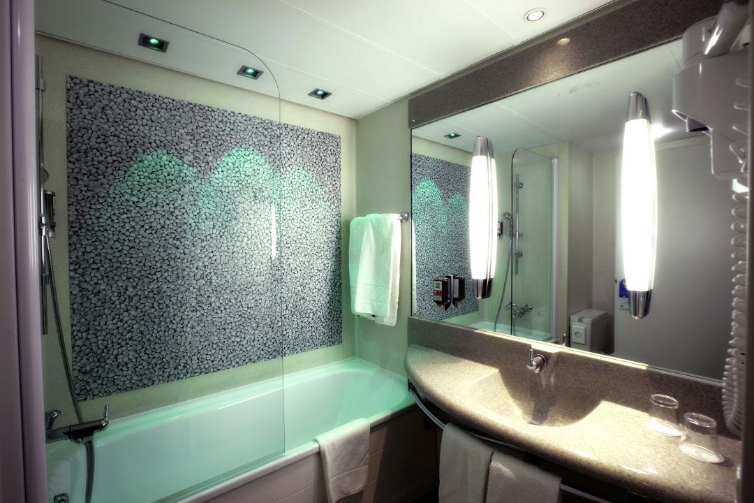 badezimmer hotel ibis styles linz linz holidaycheck ober sterreich sterreich. Black Bedroom Furniture Sets. Home Design Ideas