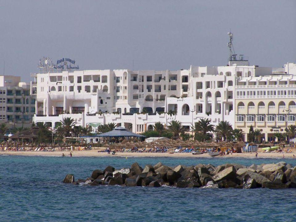 Hotel von der Strandseite aus Hotel Yasmine Beach Resort