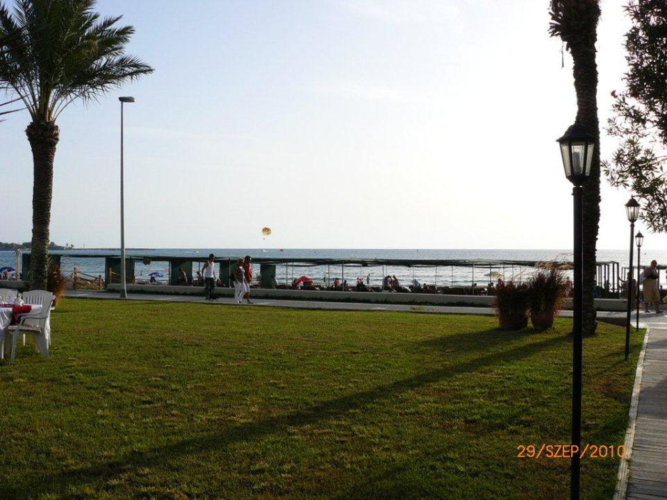 Beach Hotel Nerton