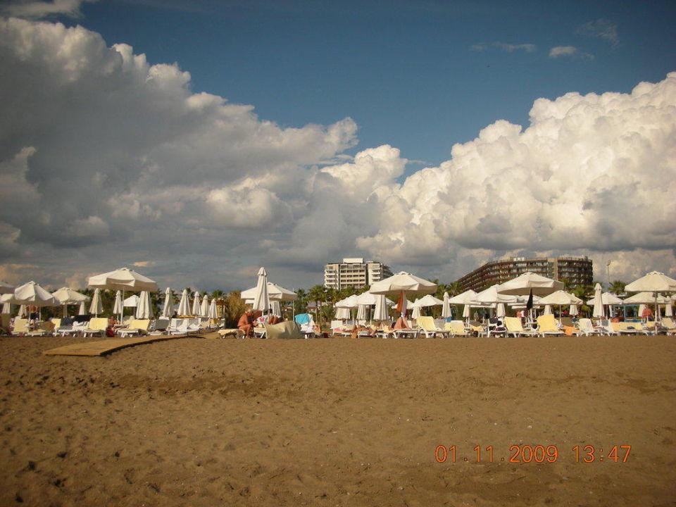 Blick vom Strand zum Hotel Barut Lara