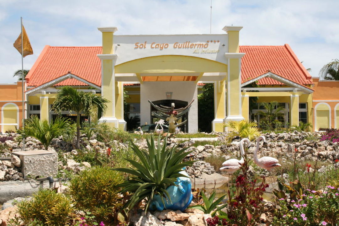 Eingang Hotel Sol Cayo Guillermo