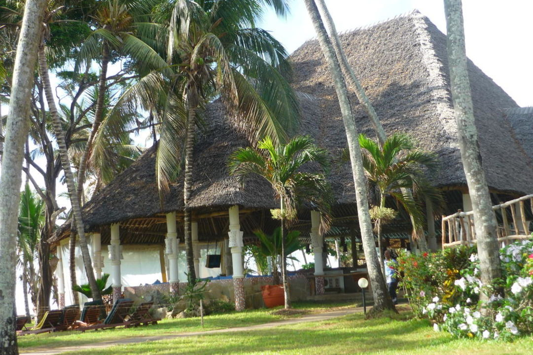 Blick zur Village-Bar Neptune Village Beach Resort & Spa