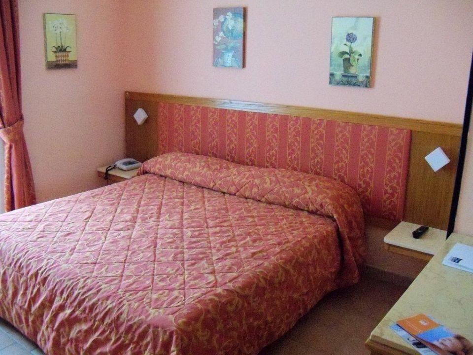 bild das zimmer zu villa paradiso village in passignano. Black Bedroom Furniture Sets. Home Design Ideas