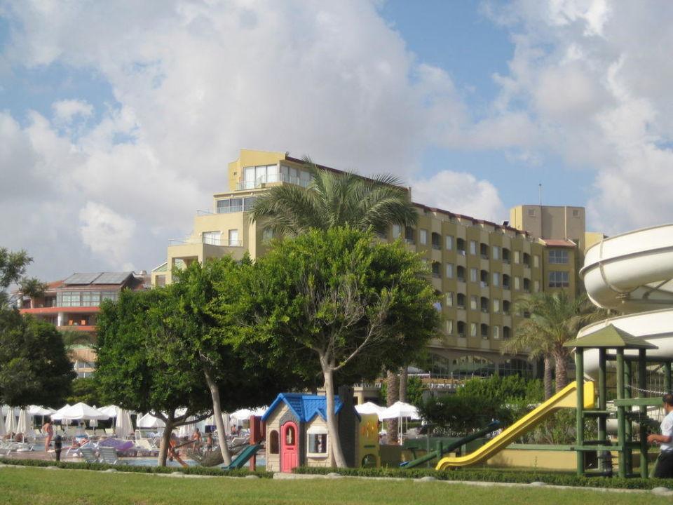 Blick aufs Hotel vom Strand aus Hotel Silence Beach Resort