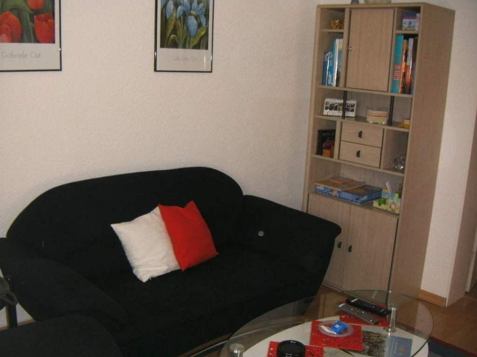 Wohnzimmer-Couch mit Info-Schrank Ferienwohnung Titze