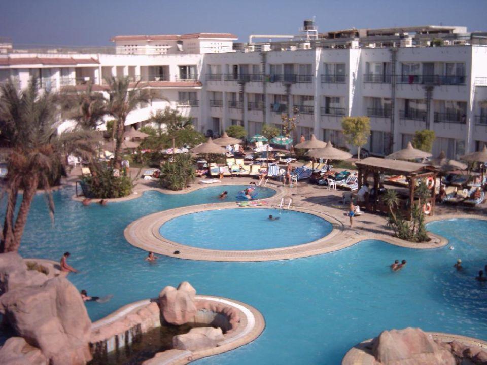 Blick auf den unteren Poolbereich 2 Sharming Inn Hotel