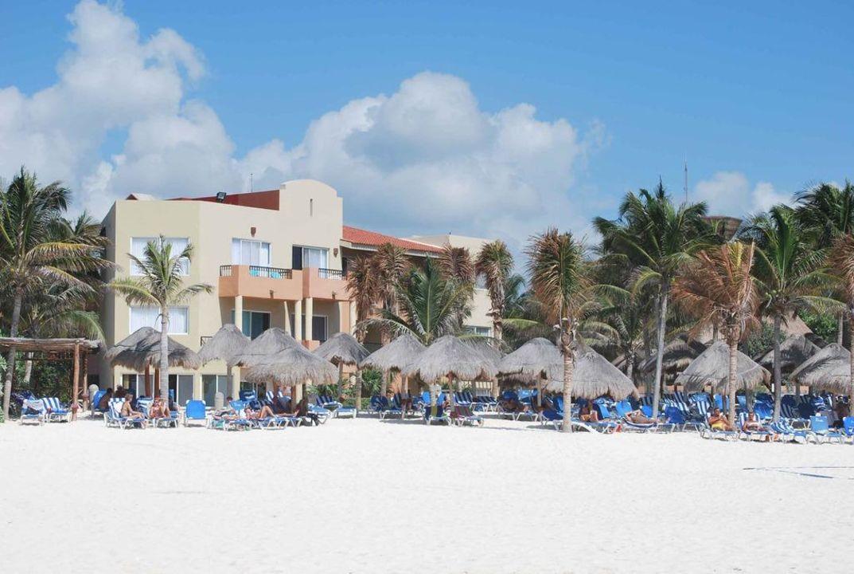 Strandbereich, Blick zum Hotel Viva Wyndham Azteca