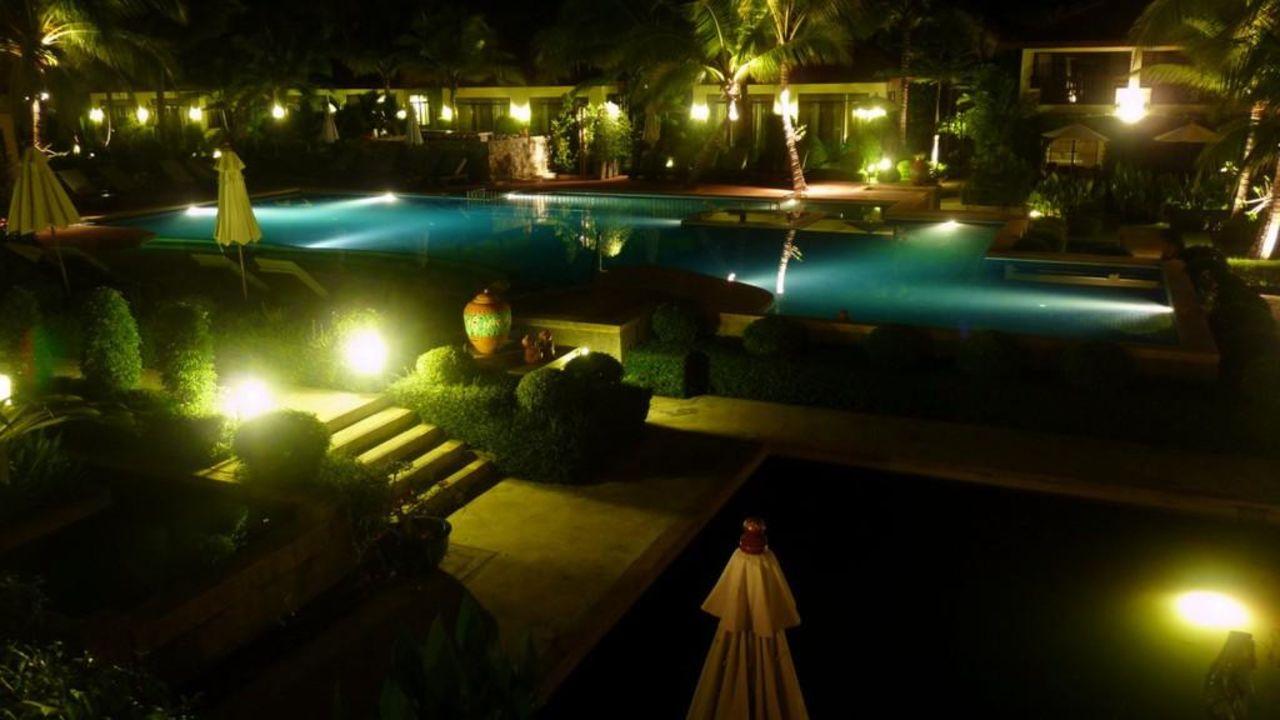 Abendansicht vom Pool The Briza Beach Resort Khaolak