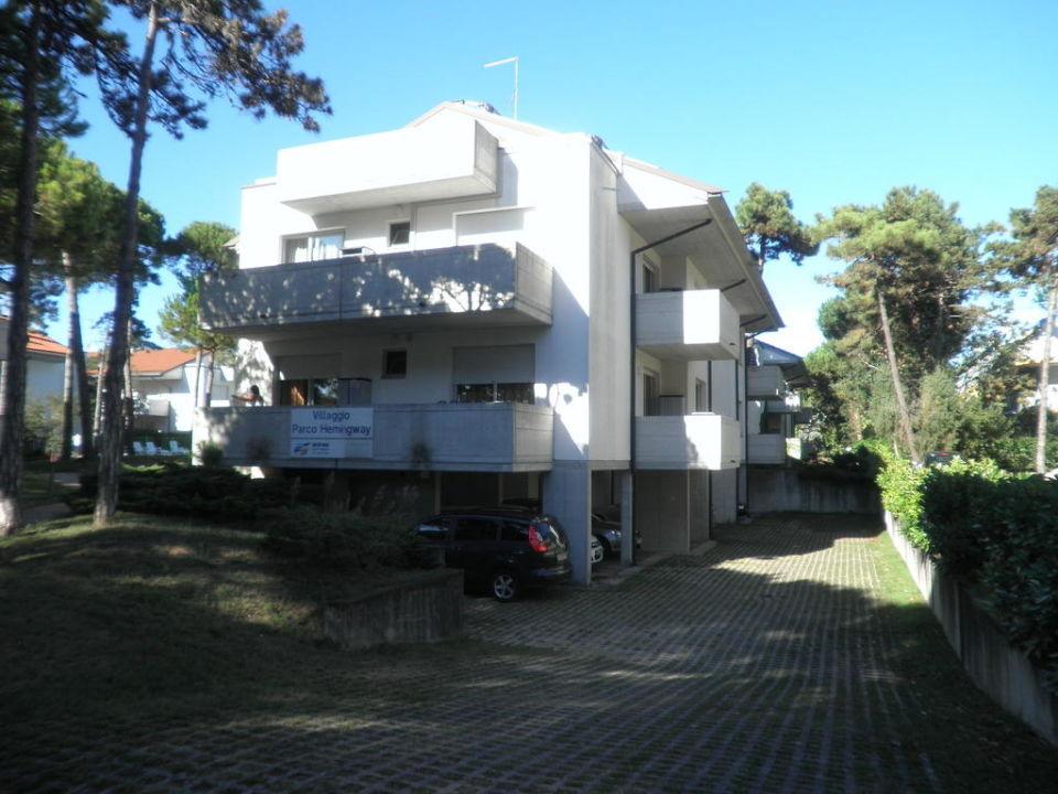 Ansicht von der Straße Villaggio Parco Hemingway