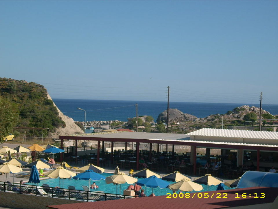 Blick vom Balkon auf den Pool Hotel Relax