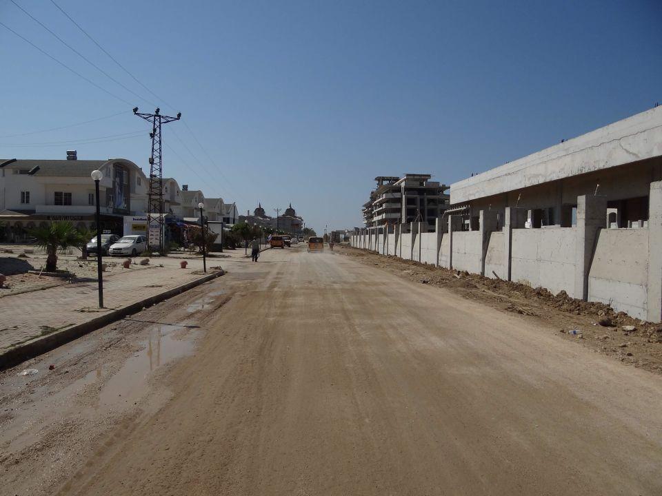 Der Weg von den Geschäften zurück Belek Beach Resort Hotel