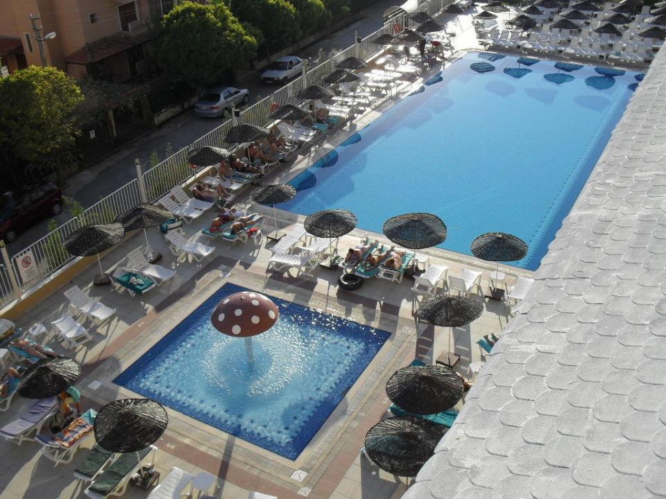 Het zwembad in zijn geheel Hotel Ephesia