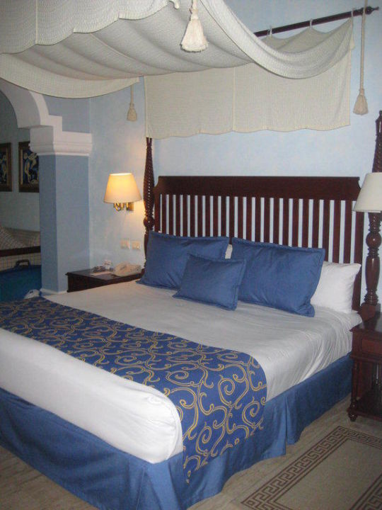 king size bett mit himmel now sapphire riviera cancun in. Black Bedroom Furniture Sets. Home Design Ideas