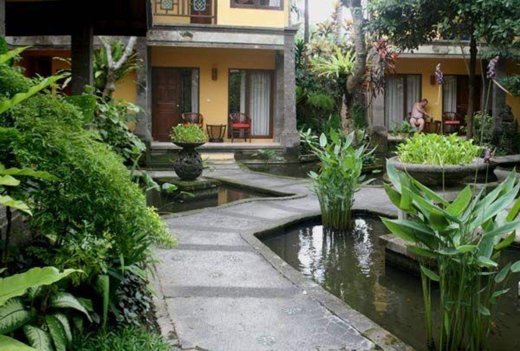 Innenhof Mit Blick Auf Einen Bungalow Hotel Puri Mesari Sanur