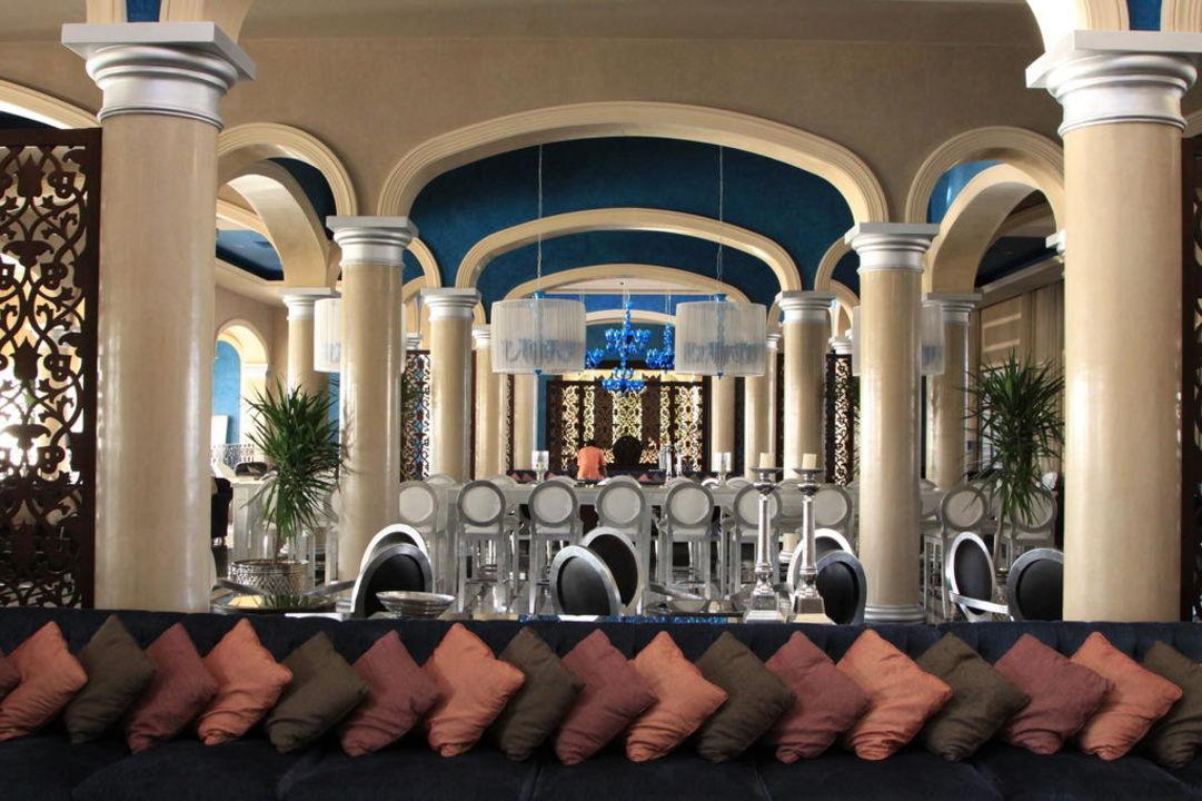 Eleganckie lobby Jaz Aquamarine Resort