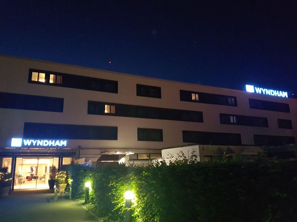 Außenansicht Wyndham Stuttgart Airport Messe