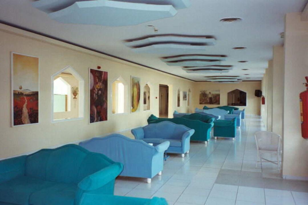 Einer der Aufenthaltsräume Mitsis Ramira Beach Hotel