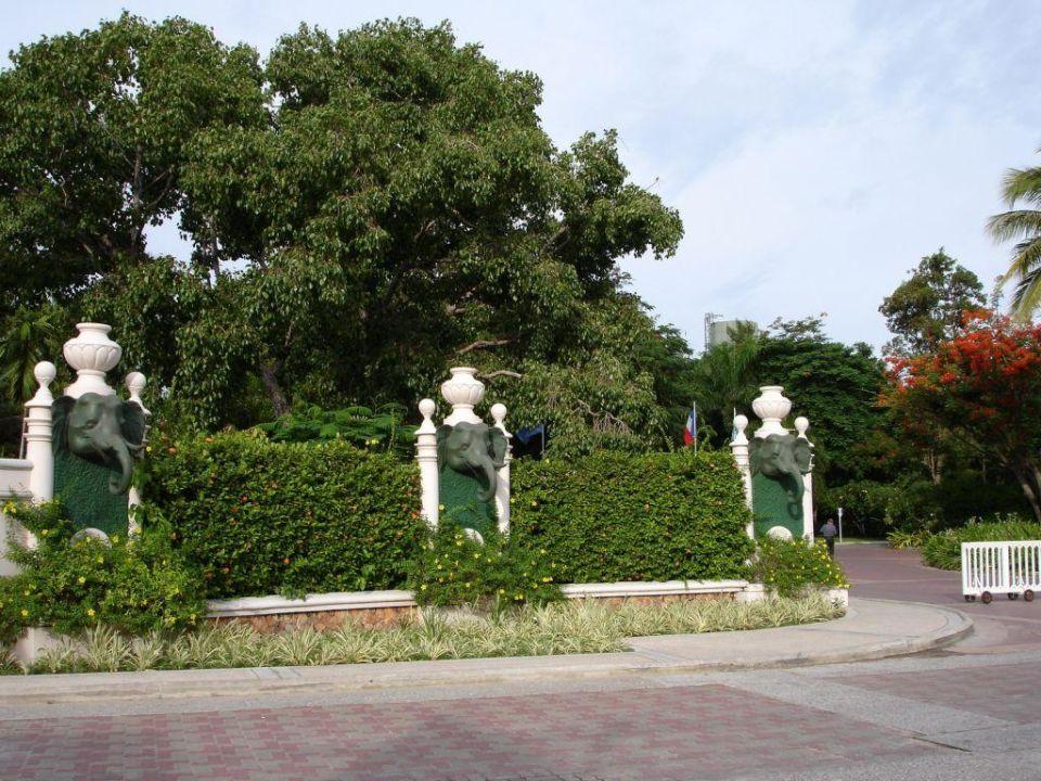 Einfahrt zum Hotel Centara Grand Beach Resort & Villas Hua Hin