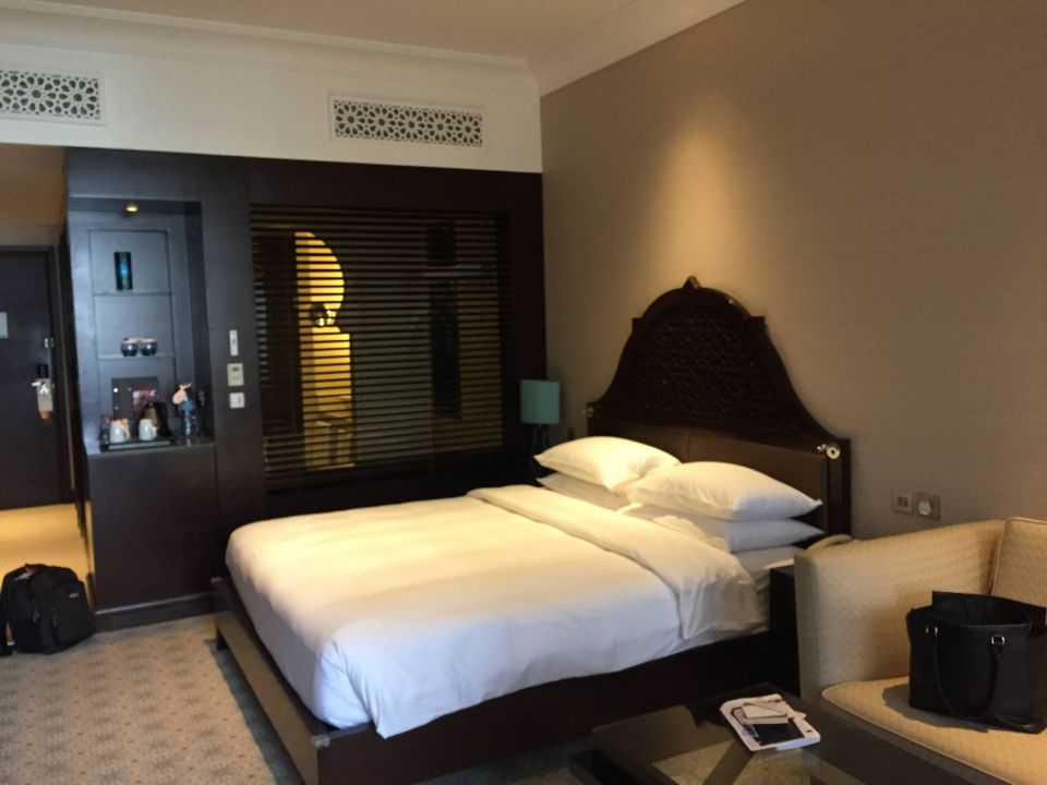 king size bett hilton ras al khaimah resort spa ras al khaimah holidaycheck ras al. Black Bedroom Furniture Sets. Home Design Ideas