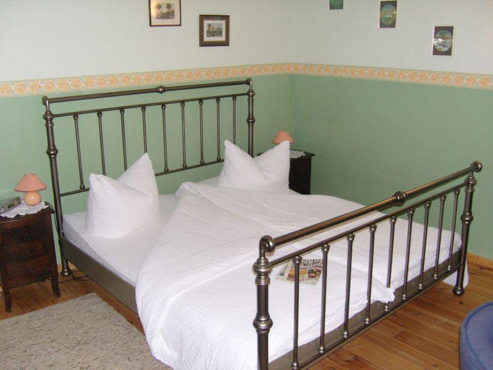 Unser bett hotel altes pfarrhaus in alt schwerin for Bett 1 80 lang