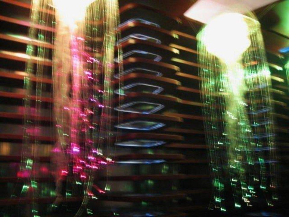 Lichtspiele über den Wellness-Wannen Hotel Roomers