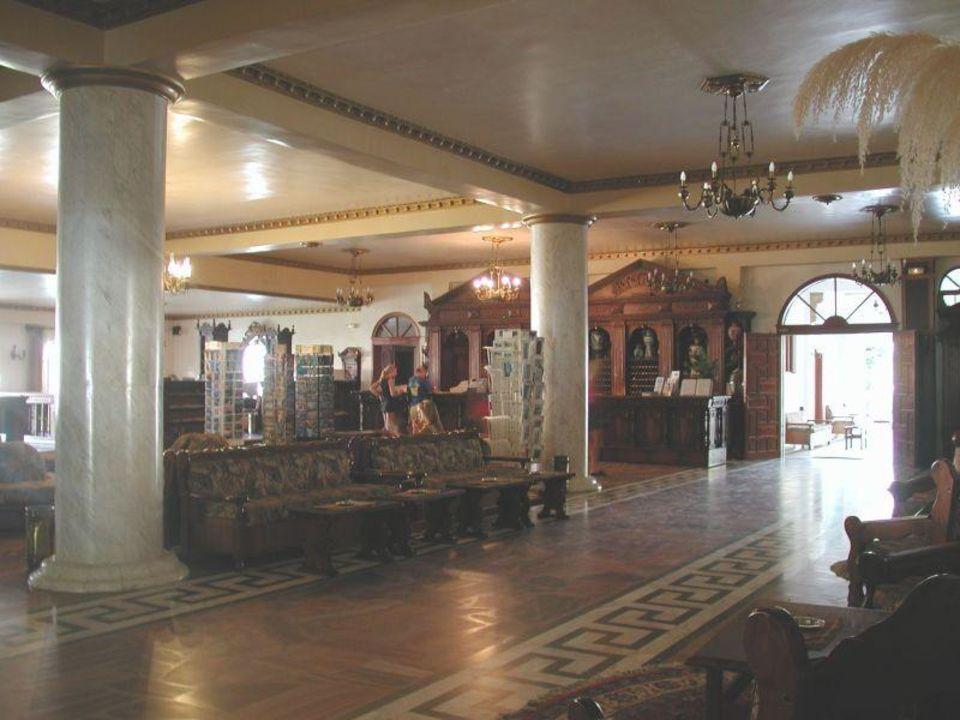 Attika Beach Hotel - Foyer mit Rezeption Attika Beach Hotel
