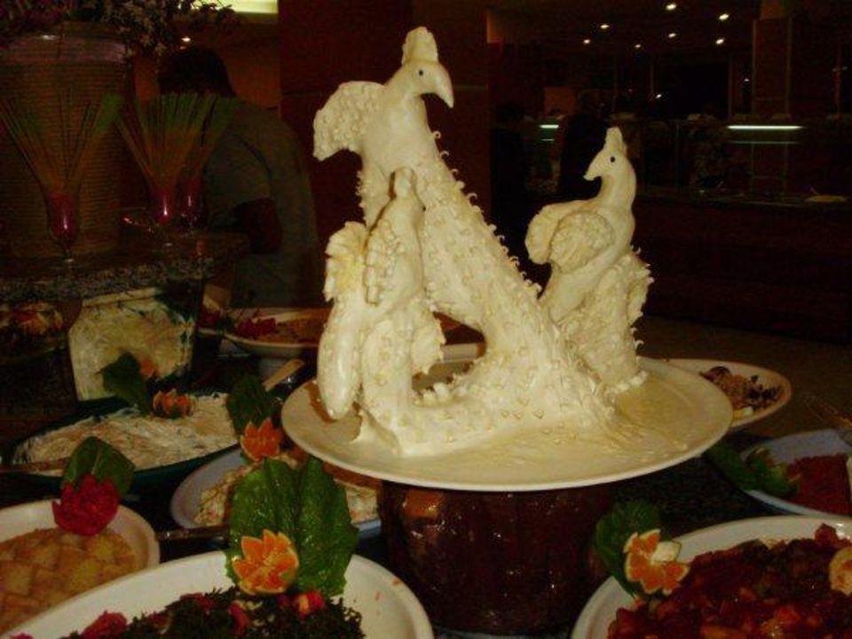 Kunstwerk tussen t buffet Hotel Ephesia