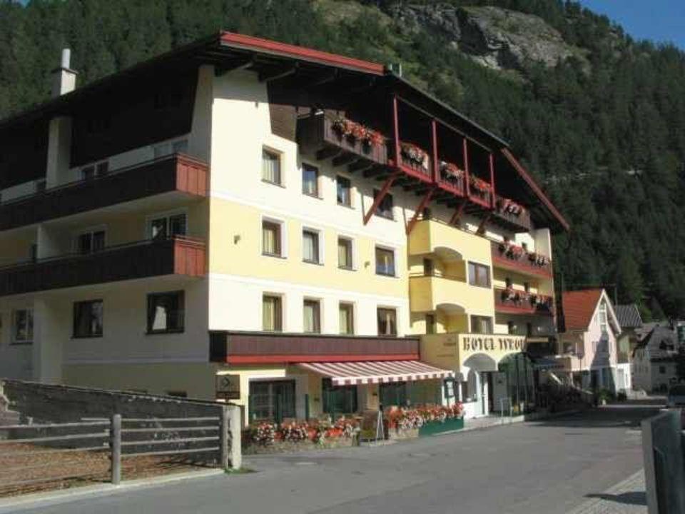 Hotelansicht Von Der Strasse Hotel Tyrol Pfunds Holidaycheck