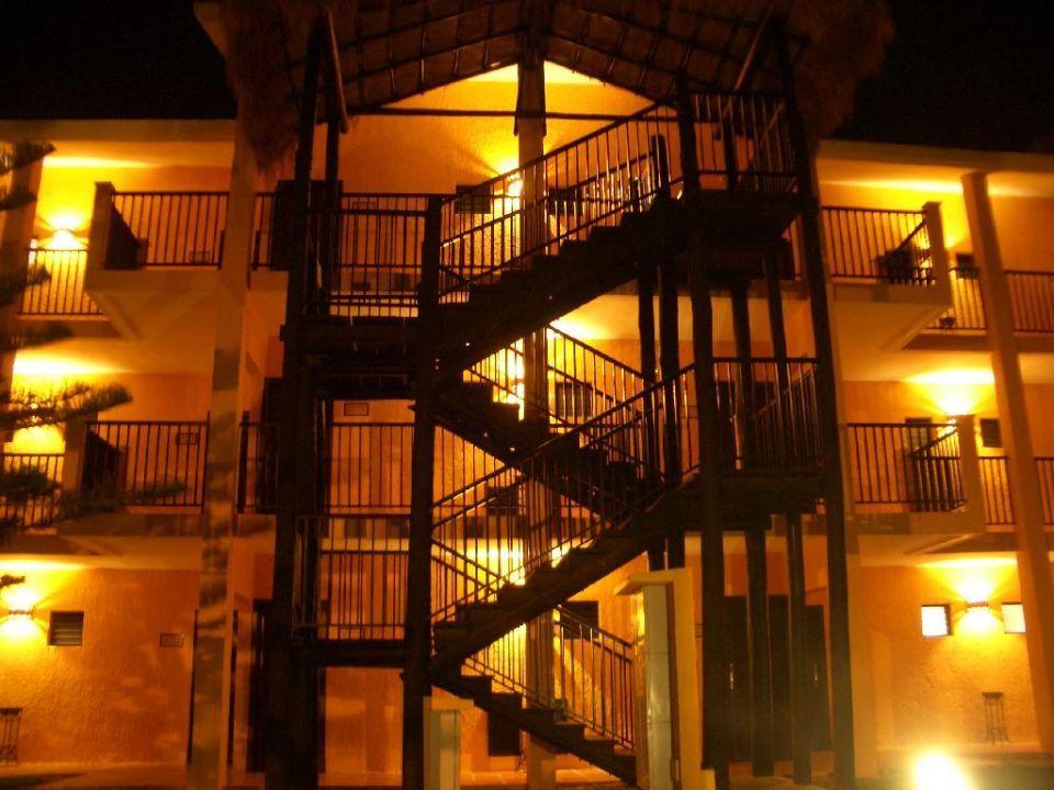 RIU Lupita - Gebäude nachts Hotel Riu Lupita