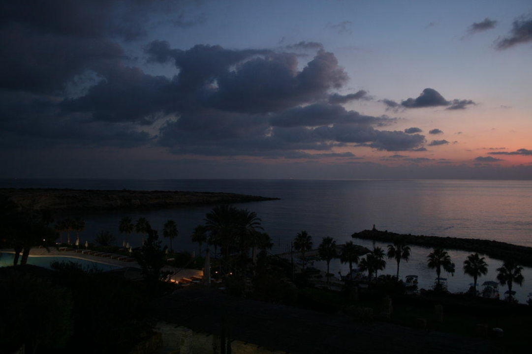 Zimmerausblick am Abend aus 3710 Hotel Coral Beach Resort
