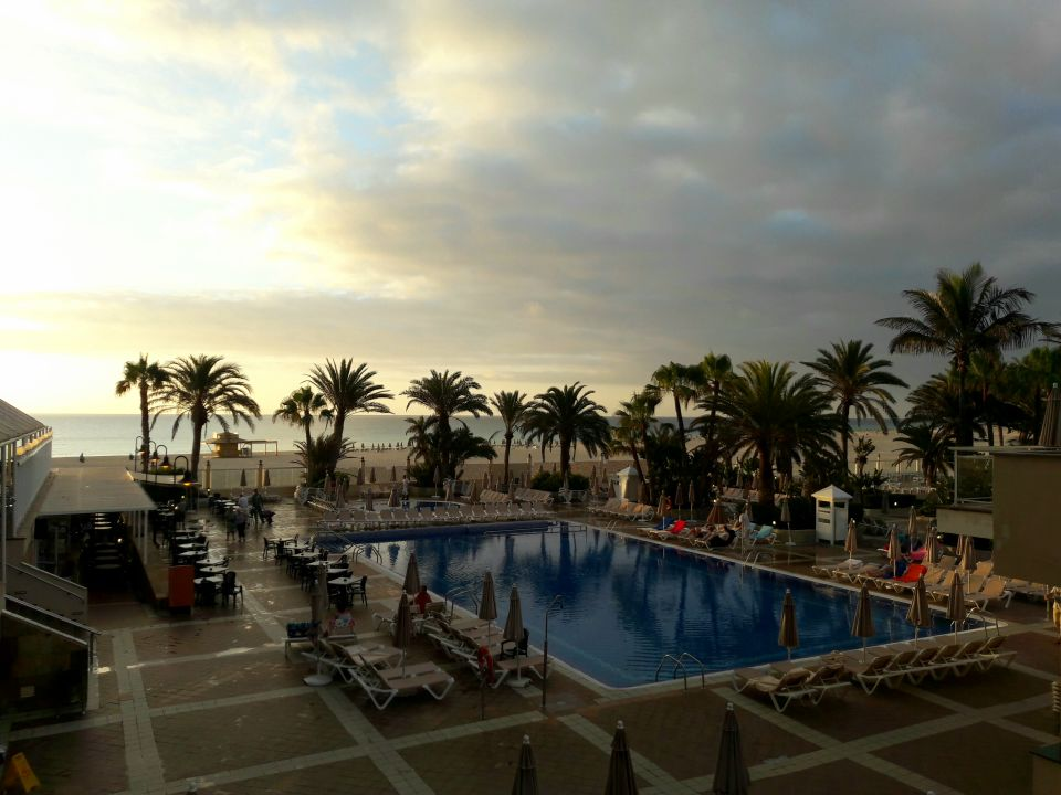 Pool hotel riu oliva beach village corralejo for Riu oliva beach village