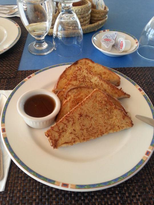 French Toast mit Sirup zum Frühstück Hotel Cape Santa Maria Beach / Resort