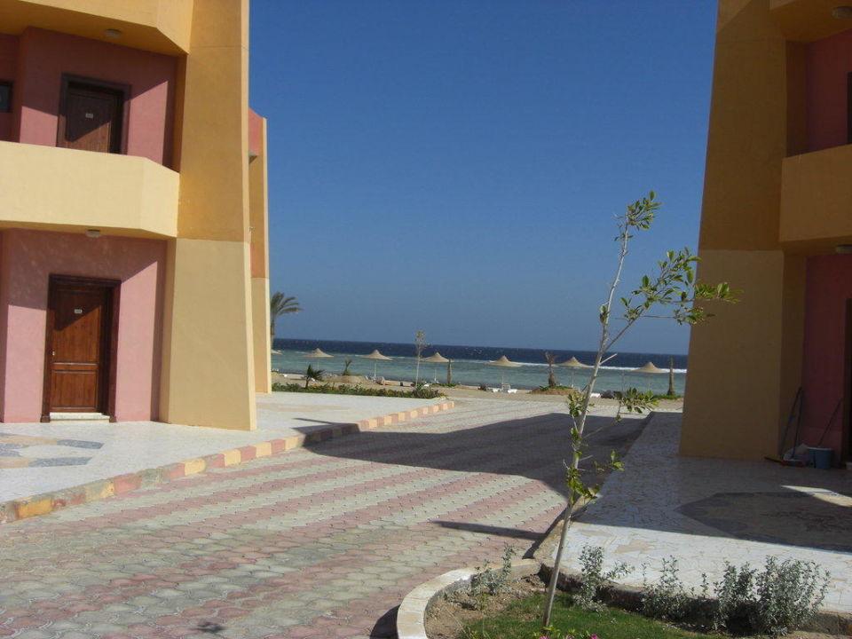 Blick zum Strand Paradise Club Shoni Bay