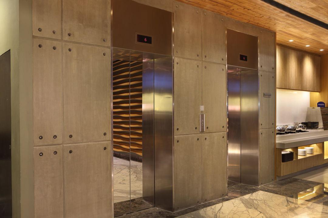 Elevators at Lobby Holiday Inn Express Jakarta Thamrin