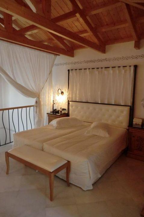 bett oben in maisonette mitsis blue domes resort spa kardamena holidaycheck kos. Black Bedroom Furniture Sets. Home Design Ideas