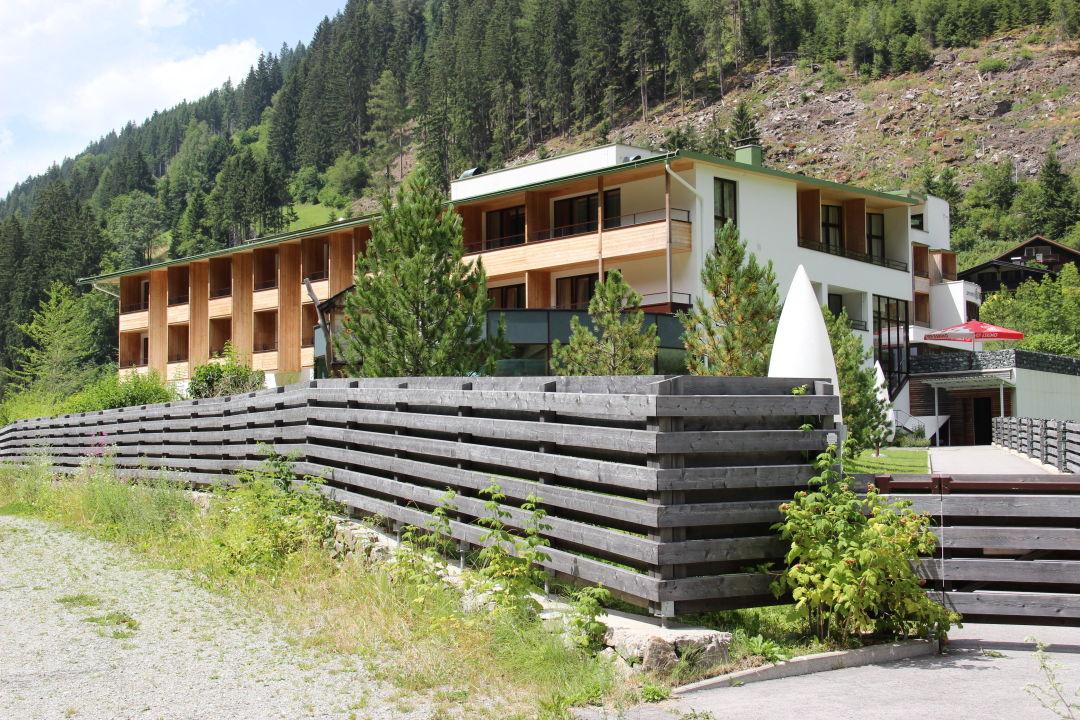 Hotel vom bach aus spa hotel zedern klang hopfgarten in for Designhotel zedern klang