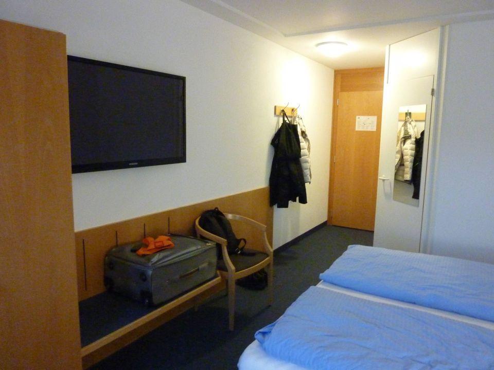 bild das zimmer 417 zu hotel good night inn in brig. Black Bedroom Furniture Sets. Home Design Ideas