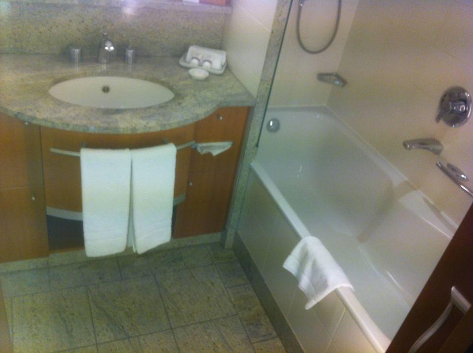 Bild badezimmer zu a rosa scharm tzelsee in bad saarow - Rosa badezimmer ...