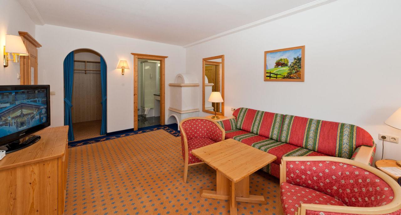 Suite wohnzimmer mit badezimmer und wandschrank activ sunny hotel sonne kirchberg in tirol - Wandschrank wohnzimmer ...