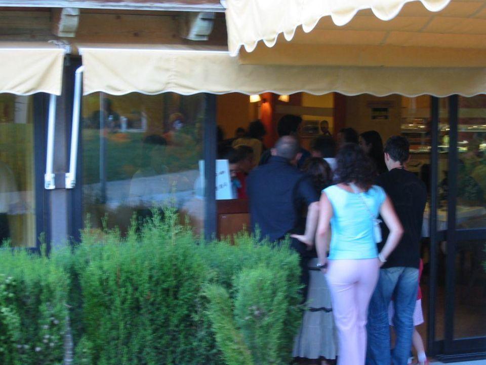 Schlange stehen beim Essenfassen... TUI FAMILY LIFE Islantilla