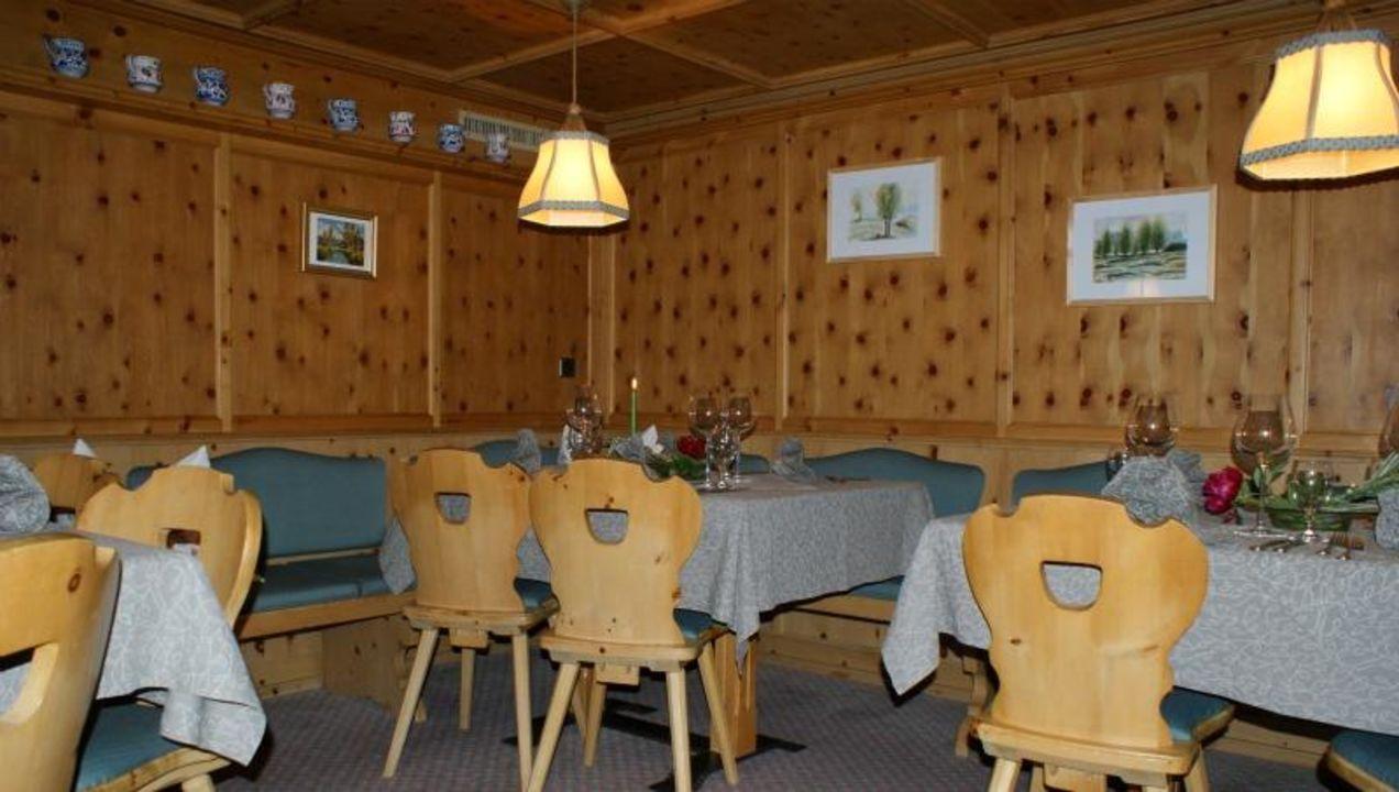 Detailansicht Restaurant im Gebäude Sonneck Sonnenhotel Soldanella-Sonneck