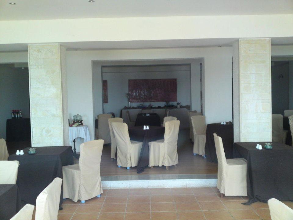 Blick ins mediterane Restaurant SENTIDO Vasia Resort & Spa